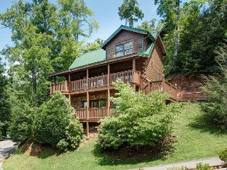 Peace'N Quiet   Pool Access Gaming Pets Hot Tub View WiFi Free Nights, Gatlinburg