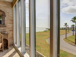 Awesome condo in the heart of Port Aransas! Ship Channel view! Amazing Pool