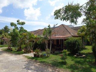 2 bedroom house with large garden near Kamala beach