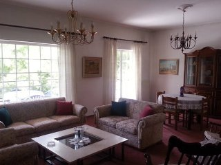 Luxus-Wohnung mit großem Balkon mit Blick, Marousi