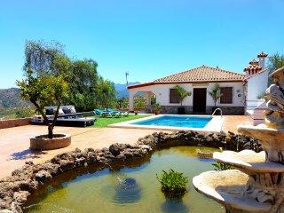 Villa con piscina y lago cerca de Marbella
