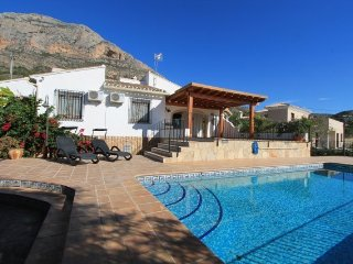 MJ00062 Lovely 4 bed 4 bath villa with private pool in the Montgo Area, Javea