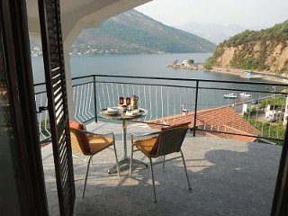 2 apartments on the coast road sleep8+ near Tivat
