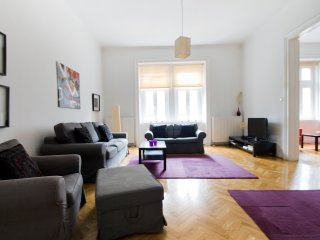 Cozy apt w/3 bedrooms in Budapest center, Budapeste