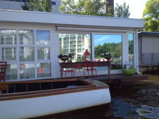 AMSTELWAKE-UP Nice studio with an riverview, Amsterdã