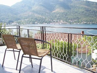 STUDIO WITH AMAZING VIEWS ACROSS FROM BEACH, Donja Lastva