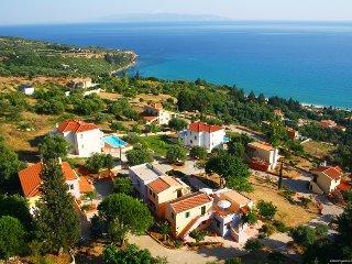 Aenos Village, Lourdas