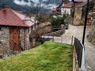 Acogedora casa Pirineo Aragones. Jasa (Valle de Lizara y Aragues del Puerto)