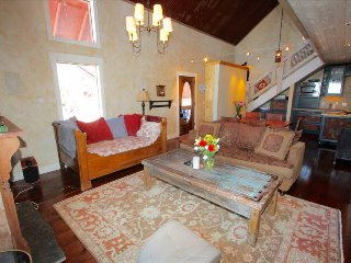 Chic 3BR hideaway on the West end of town! 2 Blocks to Elk. 5th nt free!, Crested Butte