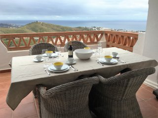 Luxury 2-bed sea view apartment Las Palmeras
