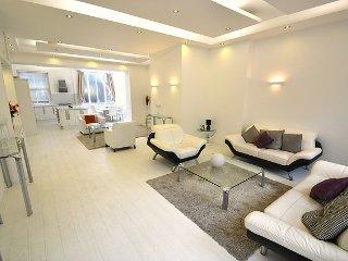 Deluxe Three-Bedroom Apartment, London