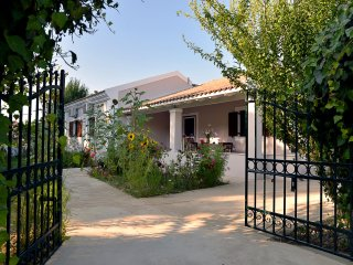 Quiet Family Home Near Logas, Peroulades