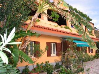 villaggio camping fiorina  situato a  30m dal mare, San Nicolo