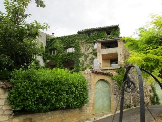 Old stone house with all modern luxuries., Saint-Andre-de-Roquepertuis