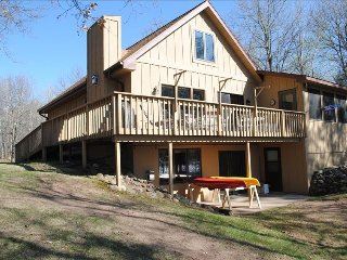 Year Around Luxurious and Relaxing Lakefront Home, Spooner