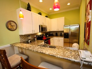 Beautiful Newly Renovated and Updated | Lake View!, Davenport