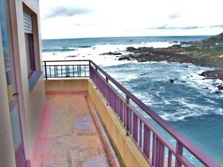 Piso con terraza en primera linea de costa.