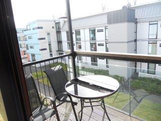 quiet duplex 4 kingsize beds centre of killarney