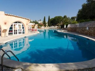 SUMMER OFFER Sunny Villa 2 Bedroom Algarve WIFI, Carvoeiro