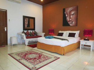 Big 3BRs with private pool, wifi, cable tv, maid!, Seminyak