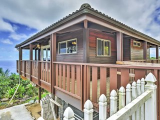 New Listing! Spectacular Wailuku Studio Cottage w/Wifi, Private Deck & Breathtaking Ocean Views -  Close to an Abundance of Outdoor Attractions!