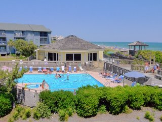 Beautiful Condo Steps From White Sandy Beach, Emerald Isle