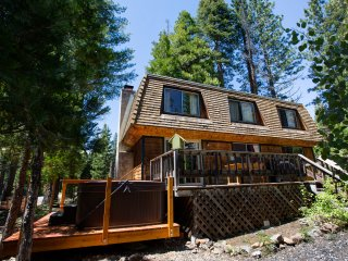 Gordon Pet Friendly Cabin - Walk to Beach, Hot Tub, Lake Tahoe (California)