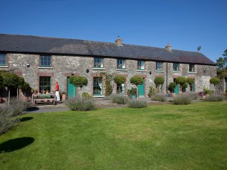 18th Centuary Boutique Villa's Stable Yard House, Athy