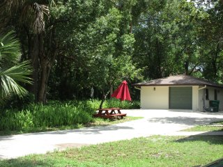 Swiss-FL, APARTMENT with breakfast near Stetson and Downtown