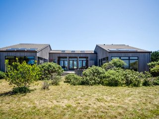 Meadow & ocean views, a private hot tub, close to Del Mar Rec Center & golf!, Sea Ranch
