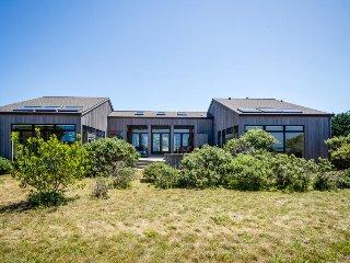 Meadow & ocean views, a private hot tub, close to Del Mar Rec Center & golf!, Sea Ranch