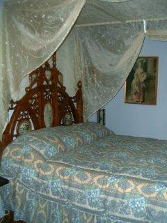 Particolare del letto regale