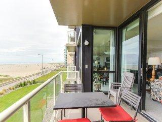 Second-floor, oceanfront condo w/ community pool & sauna!