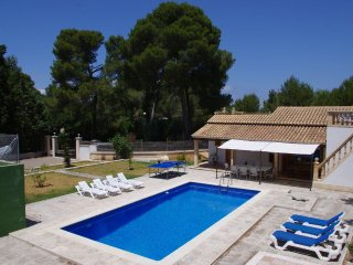 The pool house - IDEAL FAMILY HOME FOR HOLIDAYS