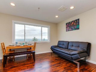 Romantic oceanview suite - easy beach access, dog-friendly!, Lincoln City