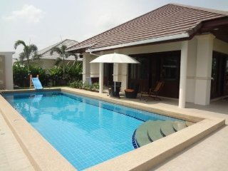 Private family cozy 5BR pool and garden with wifi