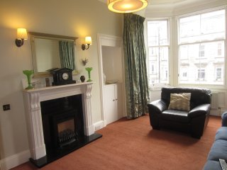 Victorian spacious & bright flat in heart of city, Edinburgh