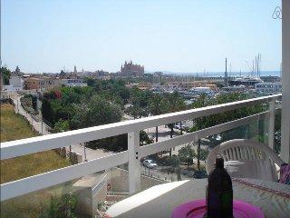 charming studio in the paseo marittimo with pool, Palma de Mallorca