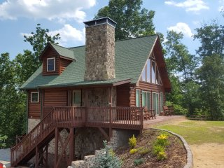 Mountain Top Cabin withYear round Outstanding View, Marion