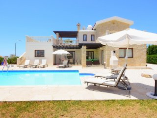 New Luxury Villa With Private Pool And Sea Views, Peyia