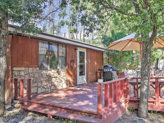 2BR Ruidoso Cabin w/Private Hot Tub!