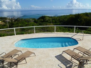 2BR Penthouse/ Panoramic View/ Pool/ Walk to beach, Île de Vieques