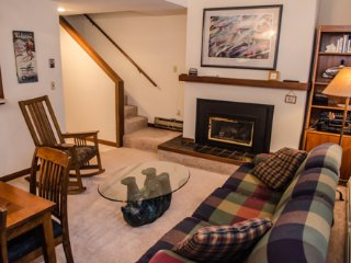 Snowater Condo #20 -This Nicely Decorated 2-Story Condo Sleeps 6!  Wi-Fi!