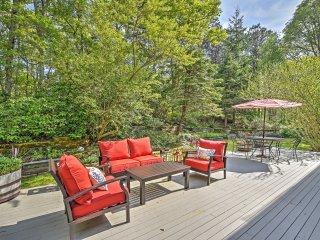 NEW Gorgeous Home w/Large Deck-1.5 Miles To Beach!