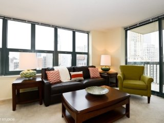 ALLURING FURNISHED 2 BEDROOM 2 BATHROOM STUDIO APARTMENT, Evanston