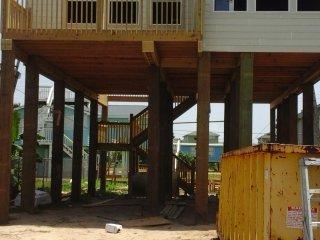 NEW BEACH HOUSE WITH MODERN DECOR NEAR THE BEACH, Galveston