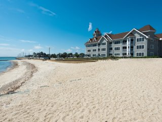 ROBIH - Seaview Condo Unit, Gorgeous Waterviews,  In Town Location, Modern, Oak Bluffs