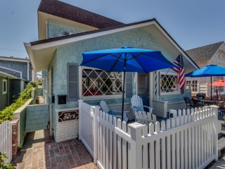 Amazing Balboa Home with rooftop deck, Balboa Island