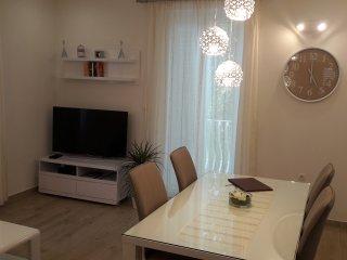 Luxury Garden Place Apartment-Top Location-Parking