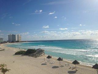 Frente al Mar Caribe 002, Cancun